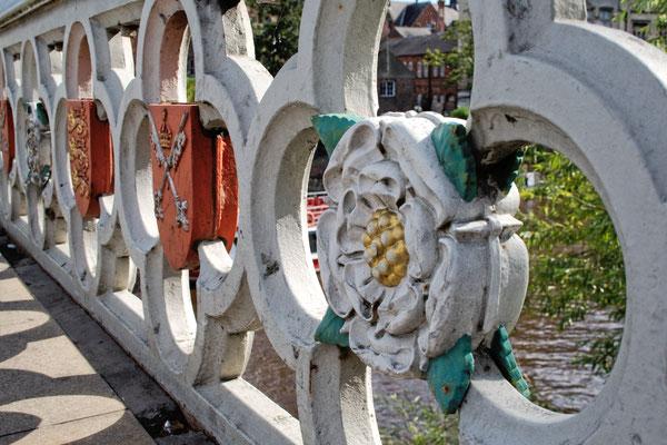 So lebt es sich in York - verzieherte Brücke - Zebraspider DIY Blog