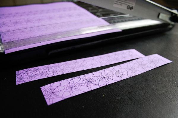 Halloween DIYs Part 2 - paper garland spiderweb stripes - Zebraspider Eco Anti-Fashion