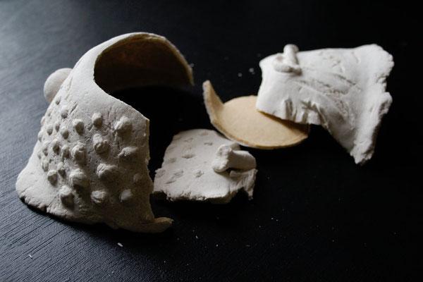 Halloween - gruselige Schüssel aus Salzteig zerbrochen - Zebraspider DIY Blog