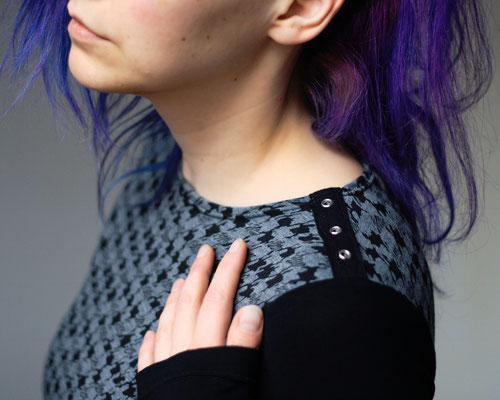 Tank, Batwing and Longsleeve - new Tops in the Shop - Grey Crazy Houndstooth - Zebraspider DIY Anti-Fashion Blog