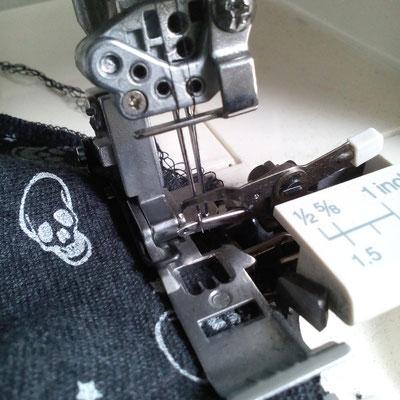 4 Paar Beinstulpen - 4 verschiedene Outfits - Overlock - Zebraspider DIY Blog