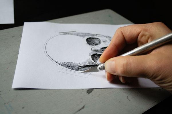 Halloween DIYs Part 2 - paper garland skull cutting - Zebraspider Eco Anti-Fashion
