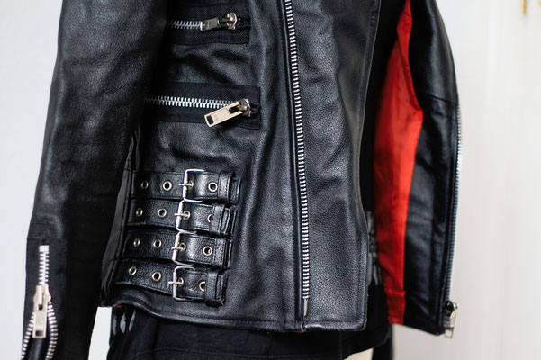 Flohmarkt: Pullis und Jacken - Poizen Industries Lederjacke Schnallen und Zipper - Zebraspider DIY Anti-Fashion Blog