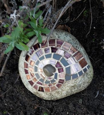 Mosaik Schnecke auf Stein