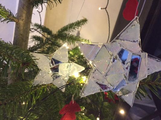 Weihnachtsbaumschmuck aus Glasmosaik