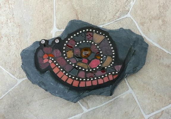Mosaik Schnecke auf Schiefer