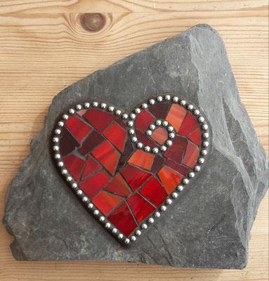 Mosaik Herz auf Schiefer