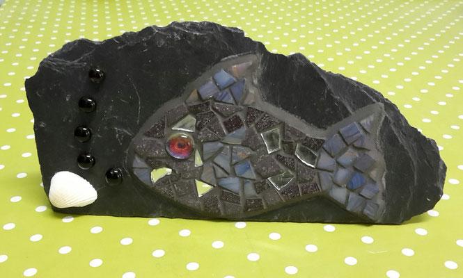 Mosaik Fisch auf Schiefer