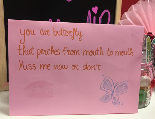 """""""You are butterfly that perches from mouth kisses me now or don´t"""" Alumnos del grupo Oregon."""