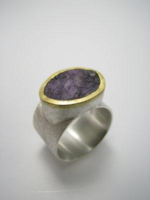 Ring in Silber mit Feingold und Purpurith