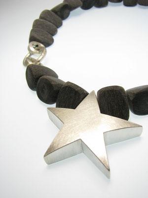 Kette aus Horn mit Silberstern