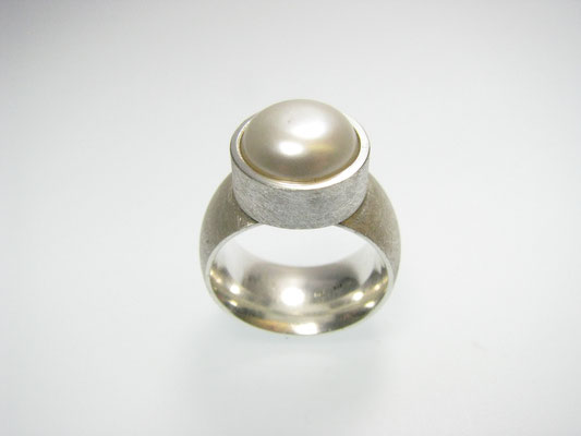 Ring in Silber mit Buttonperle