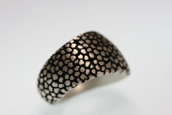Ring in Silber geschwärzt