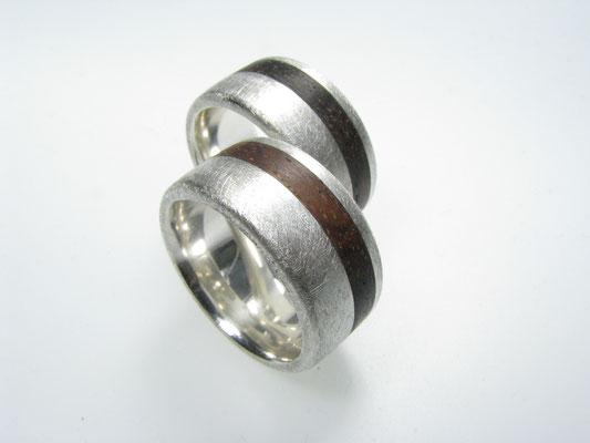 Eheringe in Silber mit Holz