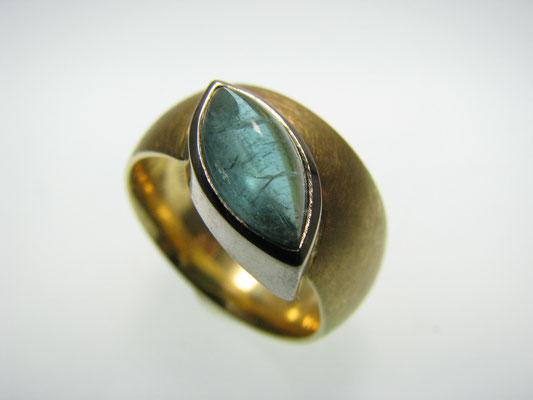Ring in Gelbgold und Weißgold mit Turmalin