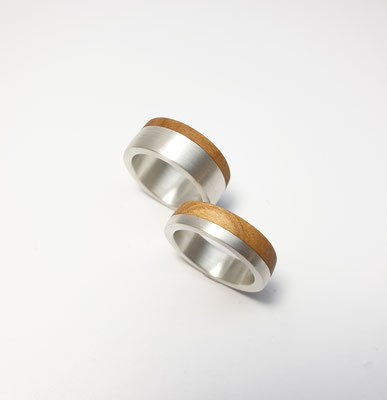 Eheringe in Silber mit Kirschholz