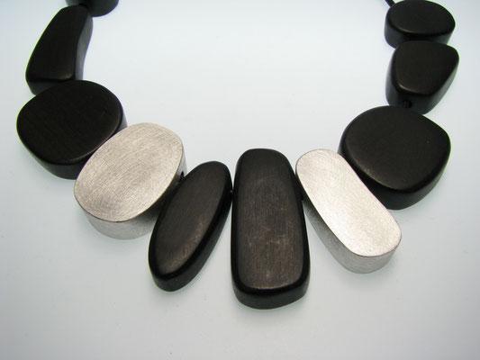 Kette in Ebenholz mit Silber
