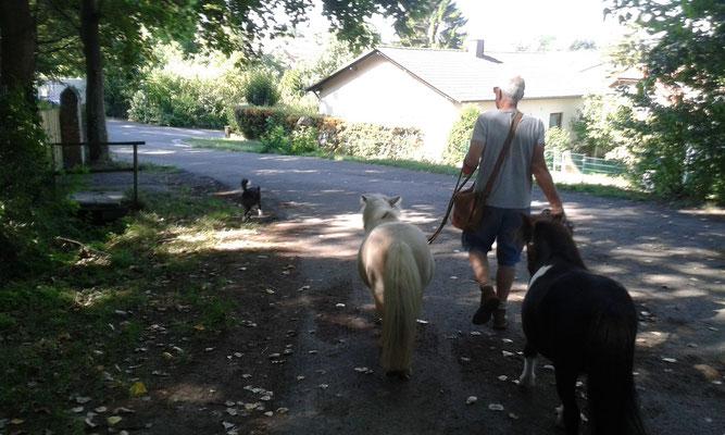 Mein weltbester Papa mit einem kleinen Zoo. :-)