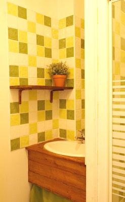 """Salle-de-bain """"tilleul"""" de la chambre """"Batik"""""""