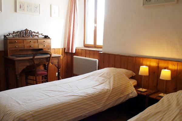 """La chambre """"ancienne"""", 2 couchages"""
