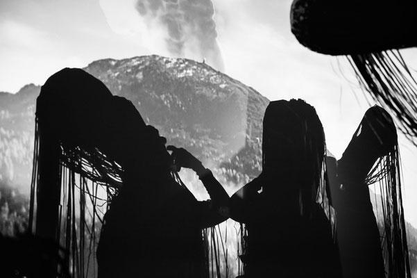 """VULCaNIa"" Kunstperformance FORUM MIGRATION Tiroler Landesmuseum // Die Vulkanmenschen © Nicole Weniger // Photo: Daniel Jarosch 2018"