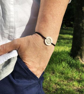 Stephanie Müller-Kok - com.pass.ion Anhänger - Der Kompass als Armband