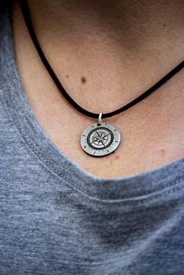 Stephanie Müller-Kok - com.pass.ion Anhänger - Der Kompass für deine Halskette