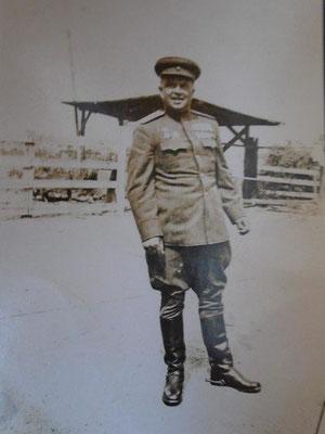 Косолапов Петр Павлович полковник , командир 359 Ярцевской Ордена Ленина Краснознаменной стрелковой дивизии с 14 июля 1943 г до ПОБЕДЫ.