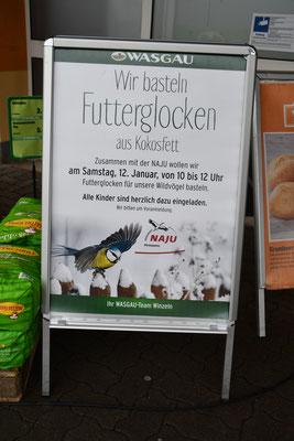 Das Werbeplakat vorm Wasgau Markt in Winzeln.