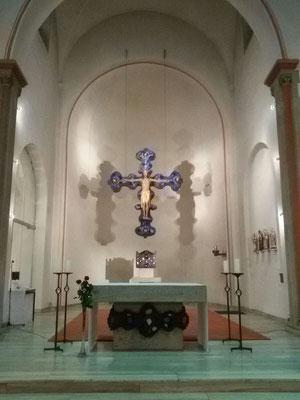 Bild 2: Altarraum heute