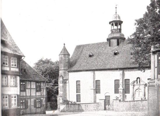 Bild 2: Südseite vor 1945 (siehe u.a.Türmchen)
