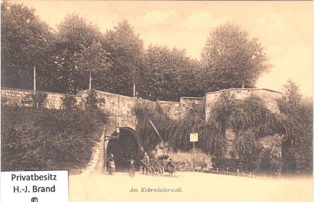 vom Weinberg aus gesehen, rechts der Zwinger