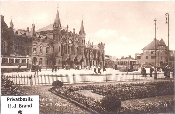 Am rechten Bildrand das Postamt