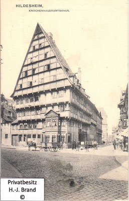 rechts geht die Osterstraße ab, geradeaus die Rathausstraße, links die Scheelenstraße