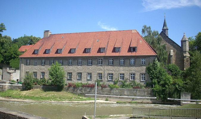 Bild 3: Kirche und ehem. Klostergebäude von Westen nach 1945