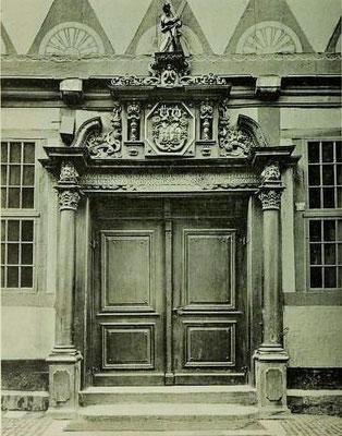 Bild 3: Portal des Andreanums