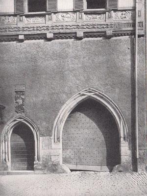 Foto 1: Portal der Kreuzpropstei