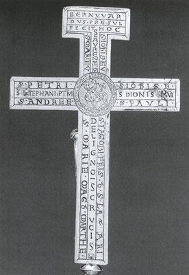 Die Rückseite des Kreuzes
