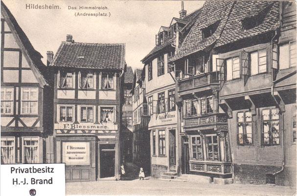 2. Gebäude von rechts = Schiefe Haus; gerade aus mündet die Gasse Himmelreich