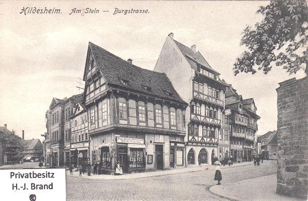 """links """"Am Steine"""", rechts zweigt die """"Burgstraße"""" ab"""