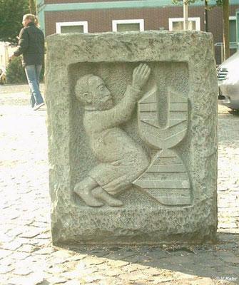 Diese Kopie des Steines steht heute an der Ecke zum Alten Markt