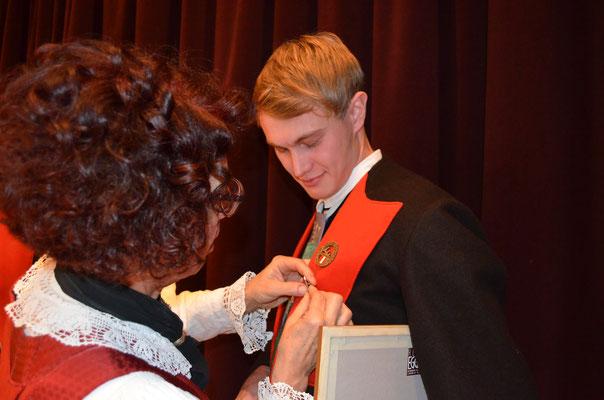 Unser Notenwart Christian Brunner erhält das Ehrenzeichen in Bronze für 15 Jahre Musikant