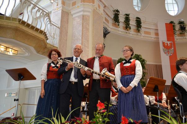 Jubiläumskonzert 2017 - Übergabe der neuen, gesponserten Bassklarinette an unsere Sophia