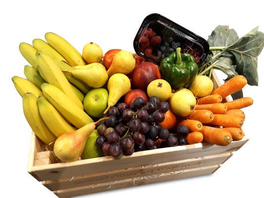 Obst und Gemüse sind jederzeit kombinierbar.  Hier eine Kiste mit ca. 13 kg, ausreichend für eine Woche für 25 Personen.