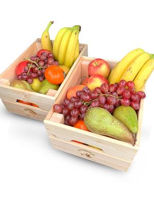 2 kleine Holzkisten mit ca. 7kg Obst, ausreichend für 14 Personen.