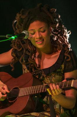 Valérie June