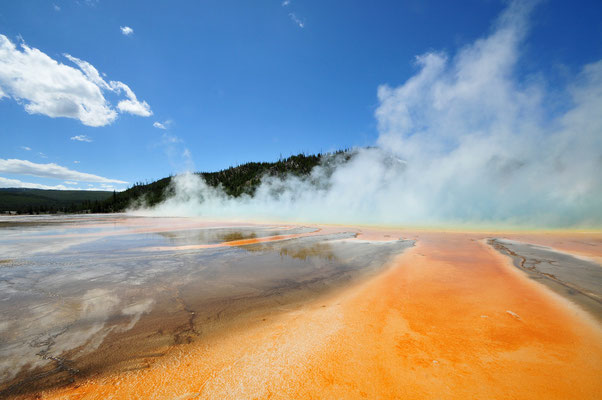 Midway Geyser Basin (Grand Prismatic Spring) / Yellowstone National Park, Wyoming