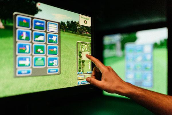 Touchscreen Terminals zur Bedienung