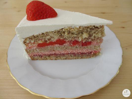 Erdbeercremetortenstück