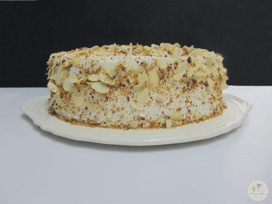 Nuss-Aprikosencreme-Torte